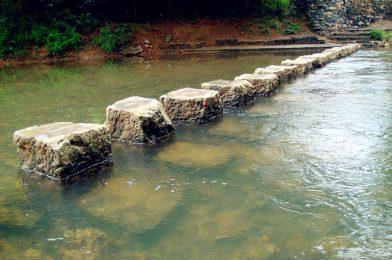 黄姚古镇美景:石跳桥及古戏台